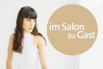 Debby Smith, im Salon zu Gast